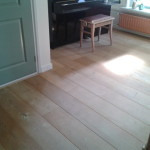 houten-vloer piano krukje